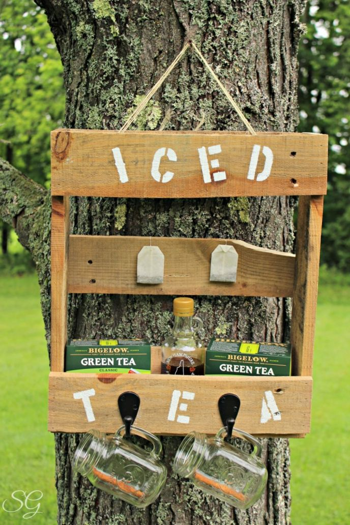DIY Pallet Iced Tea Station