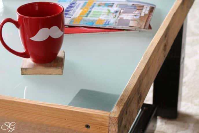 Diy Pallet And Glass Coffee Table Scrappy Geek
