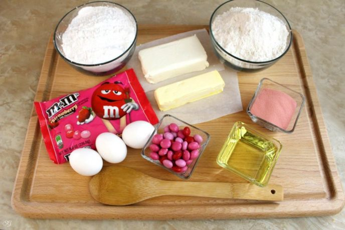 New M&M's® Strawberry with Cupcake Recipe