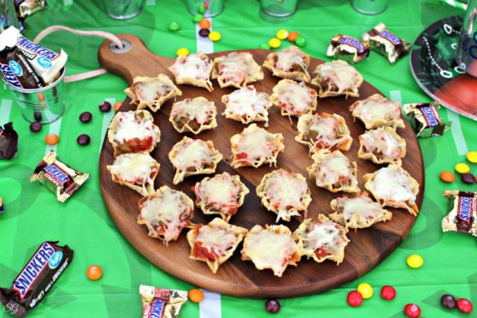 Cheesy TOSTITOS Burger Bites Recipe