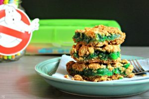 Cookie crumb bars with green jam between cereal cookie layers