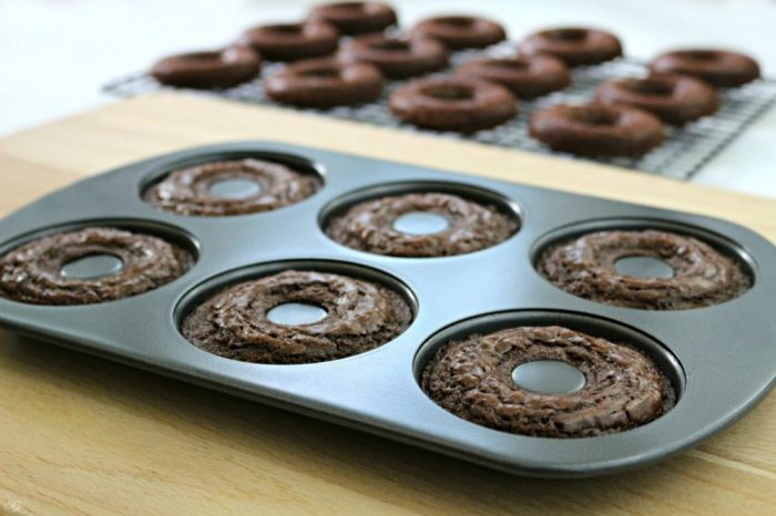Baking Brownie Wreaths for Holiday Gifting
