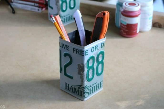 DIY License Plate Pencil Cup