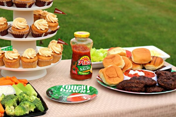 Football Party Foods; Taco Burger Sliders and Spinach and Artichoke Dip