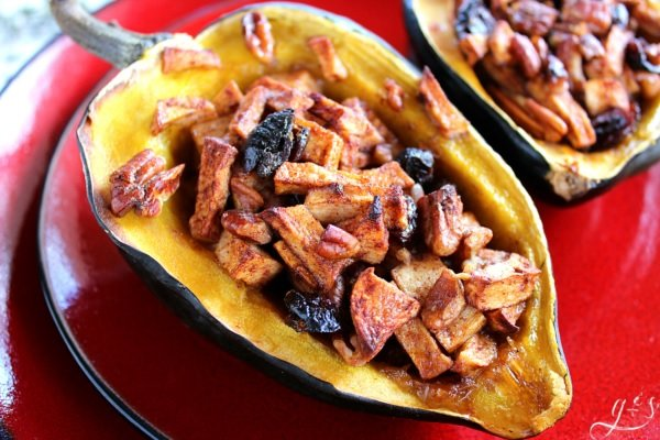 Christmas Clean Eating Stuffed Acorn Squash