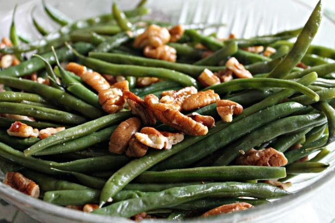 Thanksgiving Pecan Glazed Green Beans Recipe