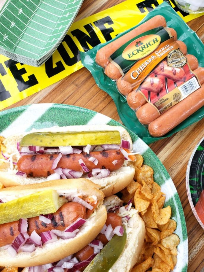 Homegating and tailgating is EASY with this fair-style smoked sausage recipe! Delicious Eckrich Chedddar Smoked Sausage Links + your favorite toppings = OMG DELISH! CLICK to get the recipe now! #EckrichSmokedSausage #sausage #fair #tailgating #homegating #football #footballfood #food #delish #yum