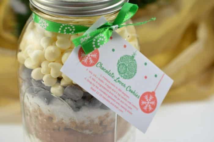Cookies In Mason Jar Gift. Chocolate lovers cookies in a mason jar gift with printable tags