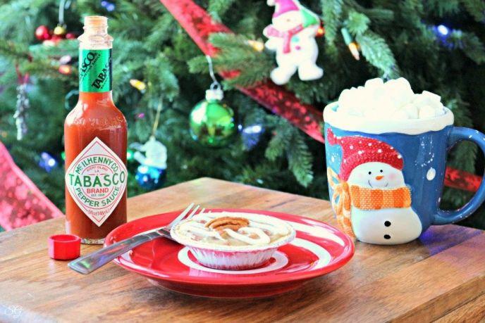 Spicy White Chocolate Mini Pecan Fudge Pies – Easy Holiday Dessert!