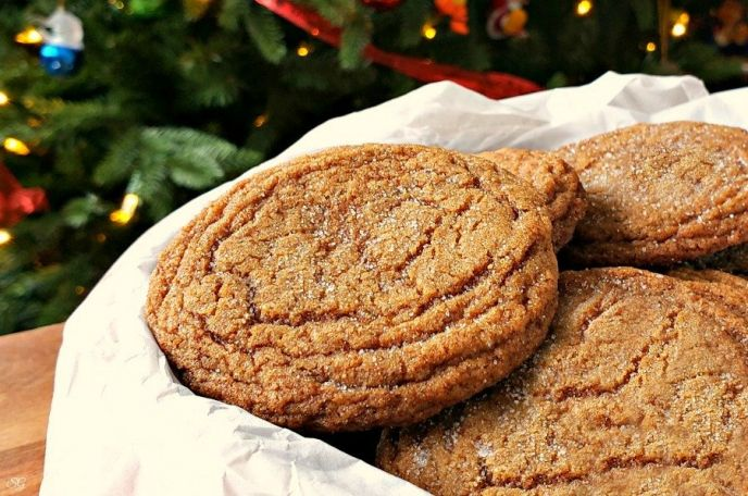 Spicy ginger molasses cookie recipe. A delicious hot sauce cookie recipe!
