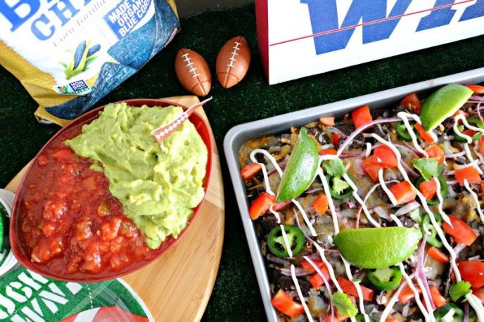 Football Party Sheet Pan Nachos! Delicious football party food idea!