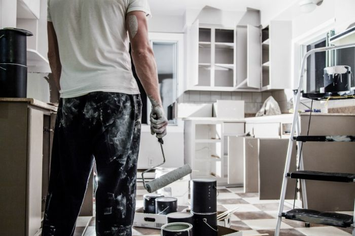 How to paint kitchen cabinets white. Learn what the best primer for kitchen cabinets is, what you need for materials and more!