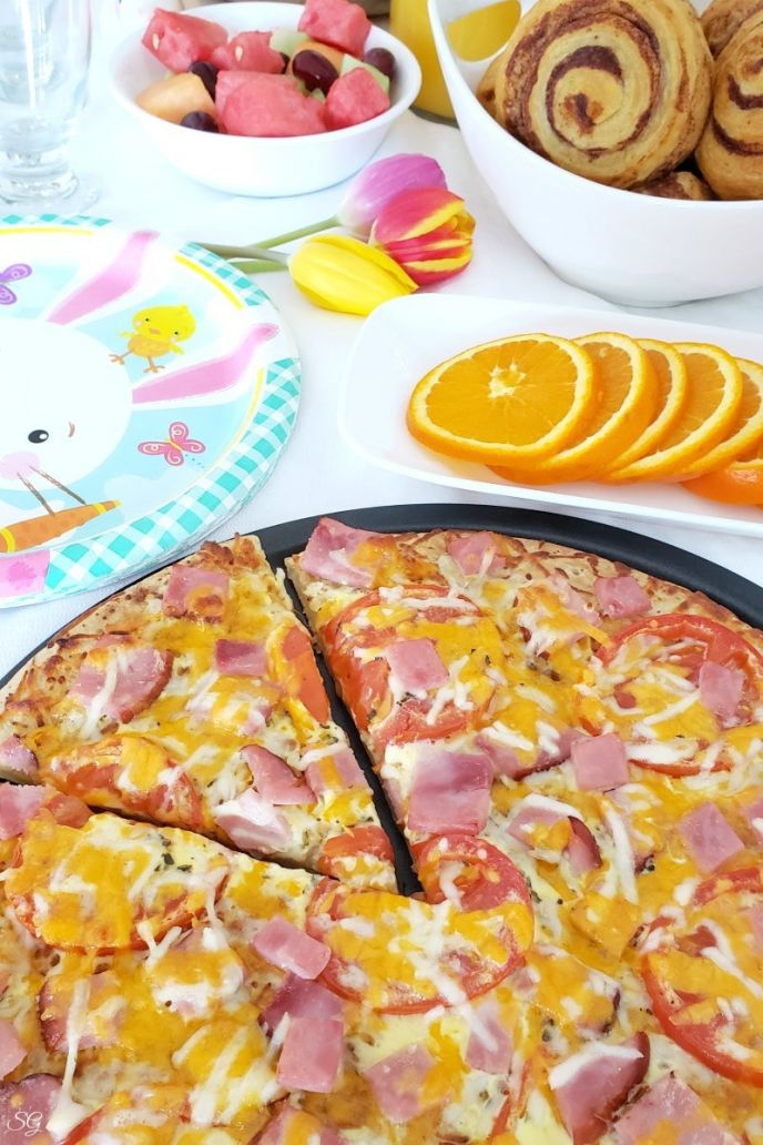 Breakfast pizza recipe for Easter Brunch! CLICK to get this EASY recipe now! #breakfast #brunch #pizza #ham #eggs #cheese #delicious #yum #nomnom