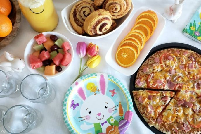 Easy Easter Brunch Buffet with Brunch Pizza Recipe! #delish #brunch #breakfast #lunch #pizza #recipes #easyrecipe #easyrecipes