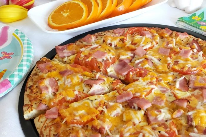 Easter breakfast pizza. Perfect for brunch or lunch too! #easter #brunch #breakfast #lunch #pizza
