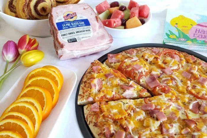 Hatfield Ham Pizza Brunch Recipe -- EASY brunch pizza with ham, egg, and cheese. #delish #brunch #recipe