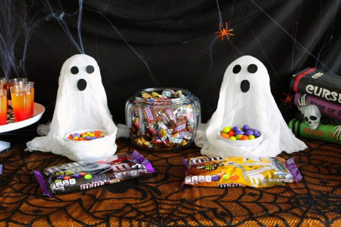 Cheesecloth Ghosts Halloween DIY Tutorial