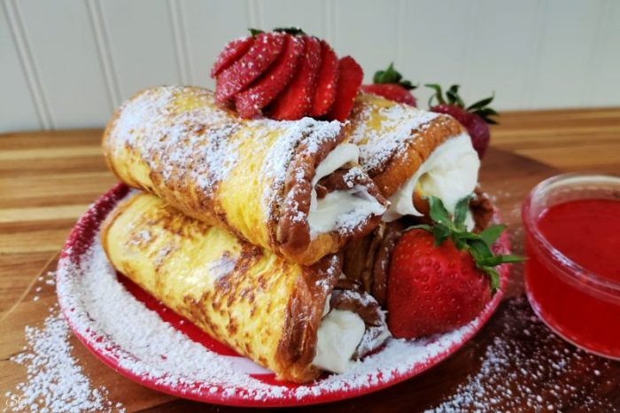 French Toast Desserts with Cream Cheese Frosting and Strawberry Syrup #minustheshell