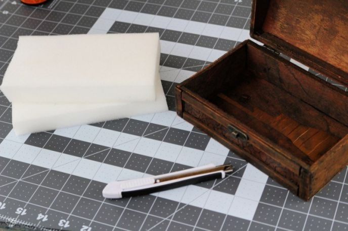 Cutting the foam for a DIY pen gift box