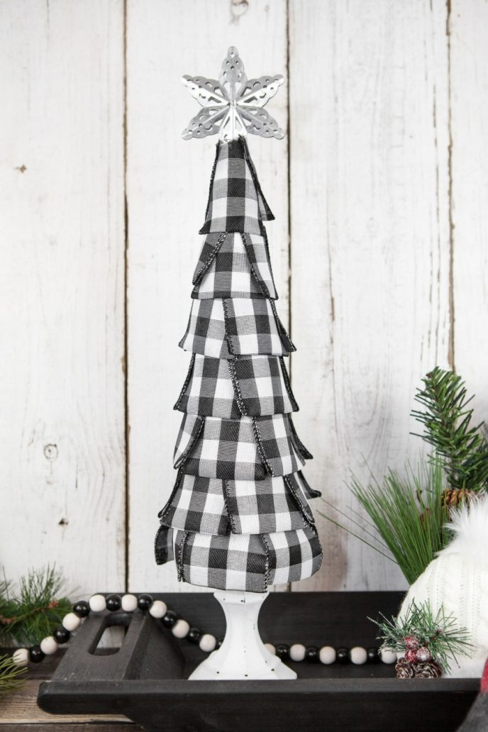 easy buffalo plaid Christmas tree decoration craft project