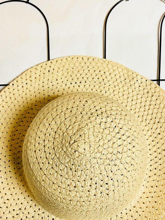 Sun hat glued to the trellis